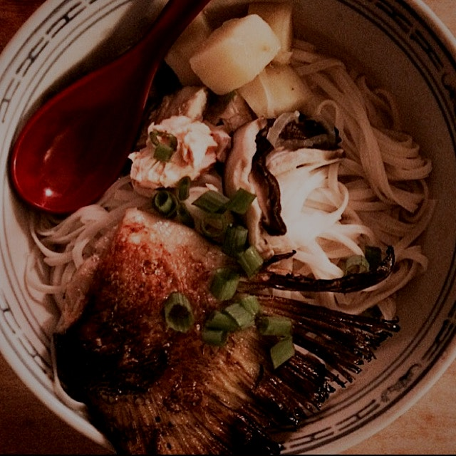 Pho Cá (Vietnamese fish noodle soup) with salmon.