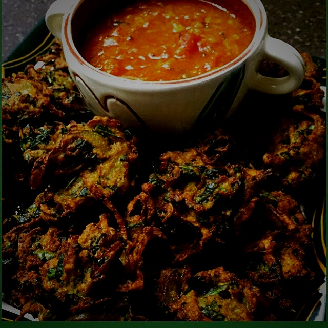 Vegetable Pakoras with a Tomato Chutnney! Crispy and Full of Flavour.