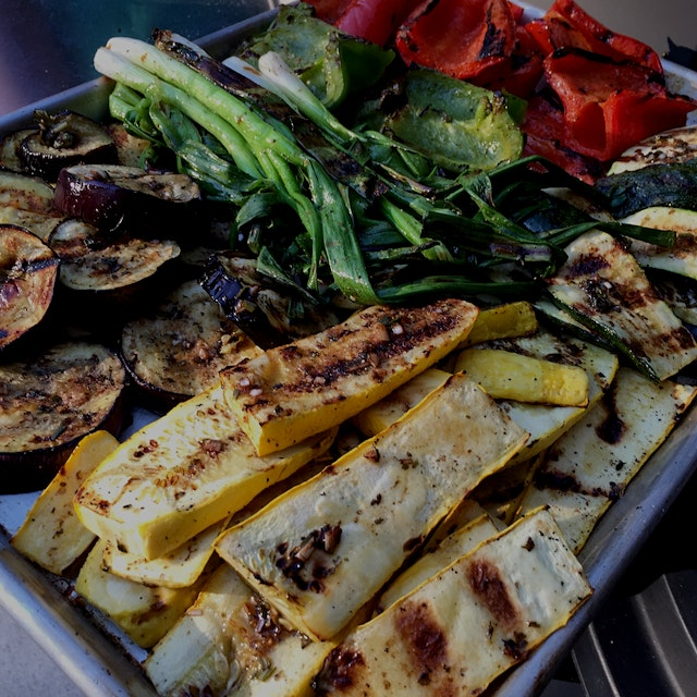 One of my favorite things about summer... grilled vegetables 🍴