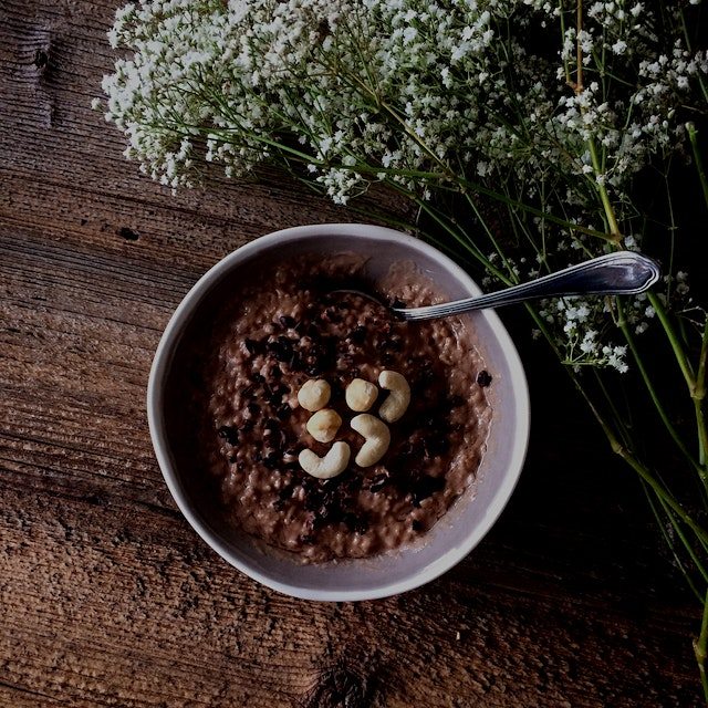 Creamy oats with raw cacao powder, coconut oil and maple syrup!