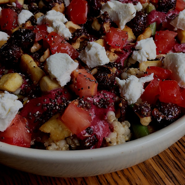 A super filling and tasty Blueberry Power Salad   recipe: http://theencyclofeedia.com/2015/06/24/...
