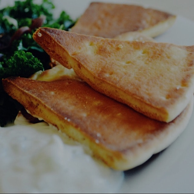 Homemade pita chips and tzatziki! (Recipe on the blog)