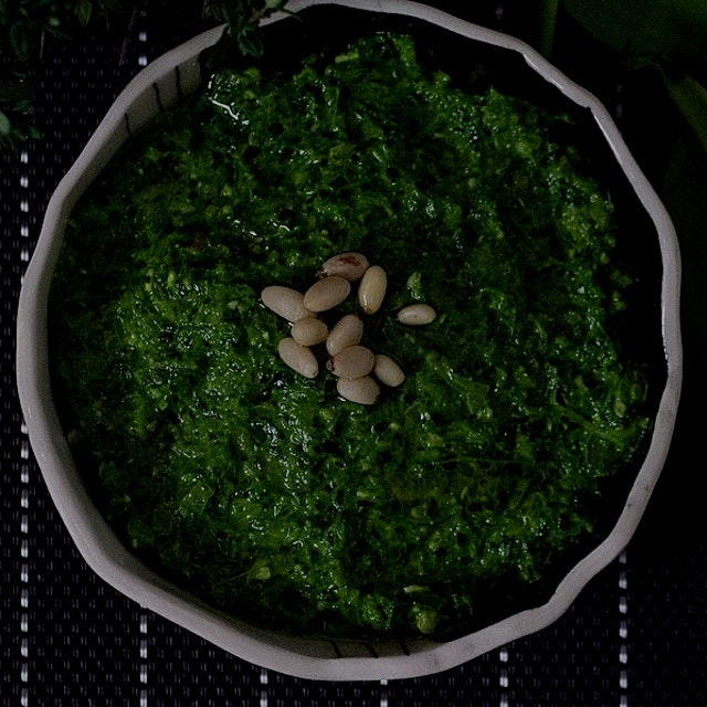 POW!! 💥 Popeye never got Olive Oil to make spinach this way. Spinach-shallot pesto with POP! Lean...