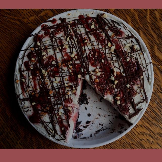 My dairy-free/vegan friendly banana split icebox pie... Recipe is now up on the blog!