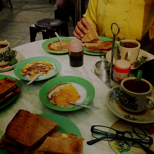 Throwback to typical breakfast in Singapore. Toast with kaya (coconut jam), butter, and pandan di...