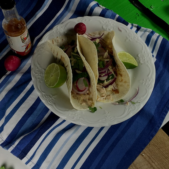 Tacos with shredded chicken, lime, spinach, red onion and beats #redeats