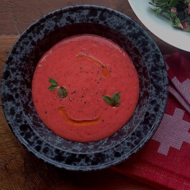 A new take on gazpacho with POW!!! Strawberry gazpacho!!!! #redeats🍓🍓🍓