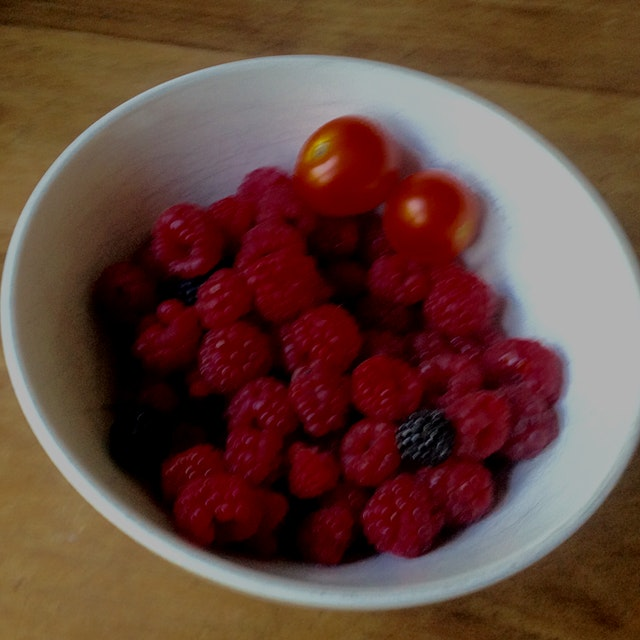 #redeats My friend Lane's beautiful raspberries and tomatoes Right off the vine