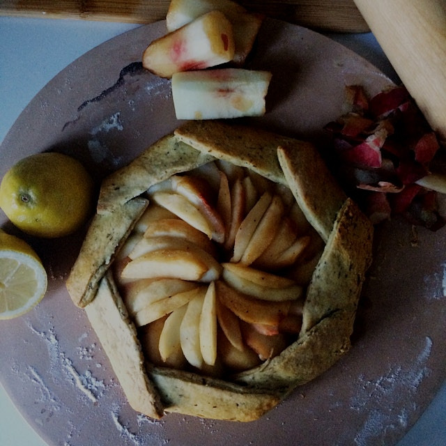 White peach galette in the house 🙌