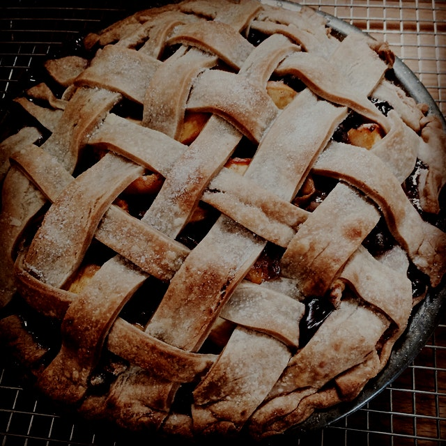 Friday's pie: blueberry peach
