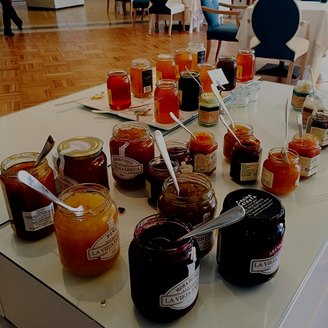 A gorgeous smattering of fresh Mallorcan jams at breakfast this morning!