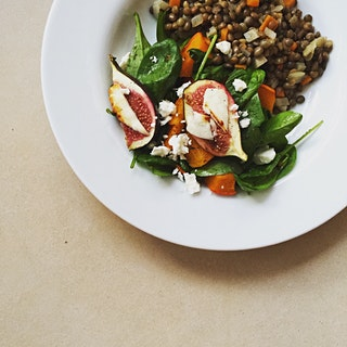 Can't get enough of figs 😁😋 honey grilled figs with feta cheese, roasted pumpkin, baby spinach and lentil salad