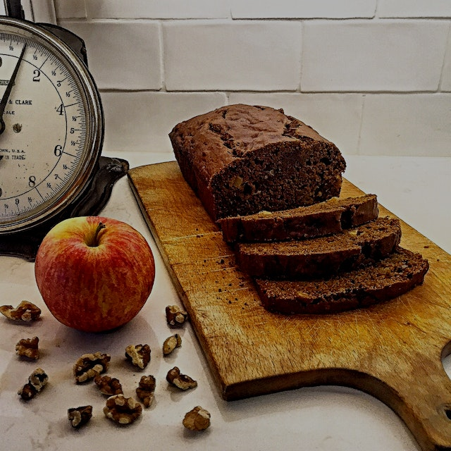 Welcome Autumn, happy to have you! 🍂🍁 Pumpkin Gingerbread with apple and walnuts.