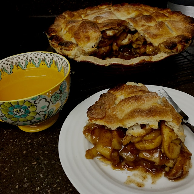 A nice break with a cuppa tea and hot apple pie out of the oven!