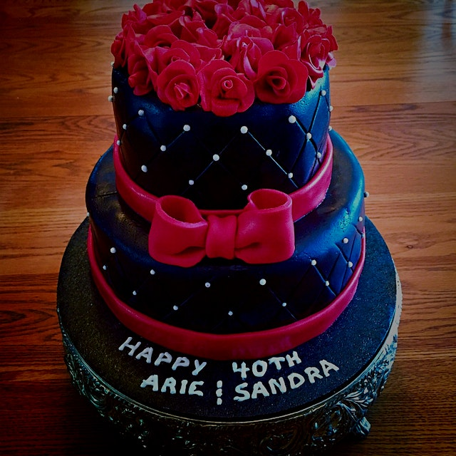 A 40th Anniversary Cake. I enjoyed so much making the little roses!